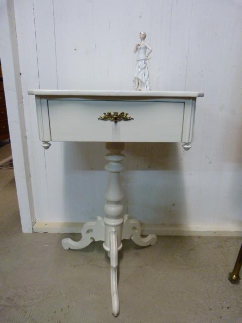 Näh-Tischchen um 1860