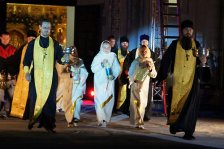 Духовенство участвует в арт-рок-мистерии «Храм в Небеса». Петропавловск-Камчатский, сентябрь 2010 г.