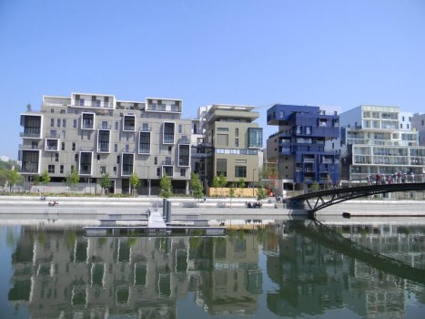 Modern Apartments in Confluence Canal