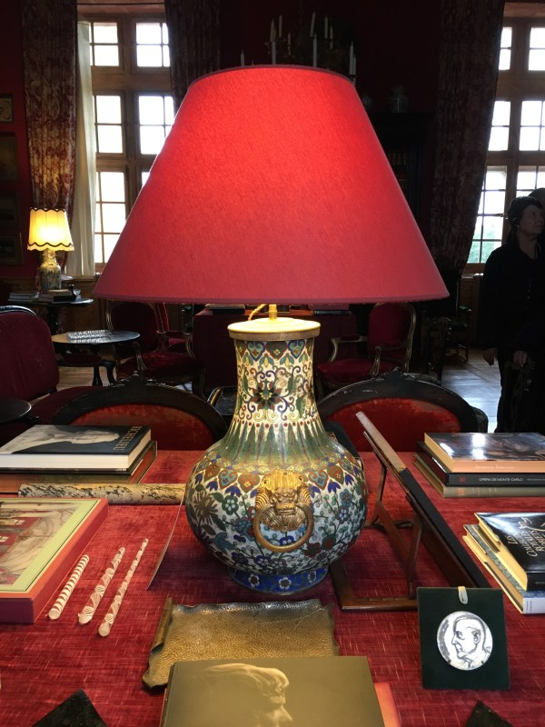 Loved this lamp from Belle Epoque era