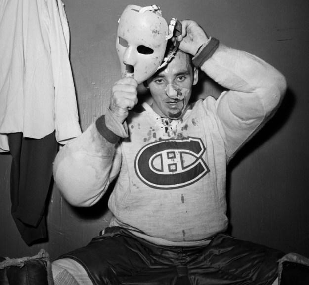 Первый хоккейный вратарь, надевший маску во время игры регулярного чемпионата НХЛ — Жак Плант. 1 ноября 1959 года