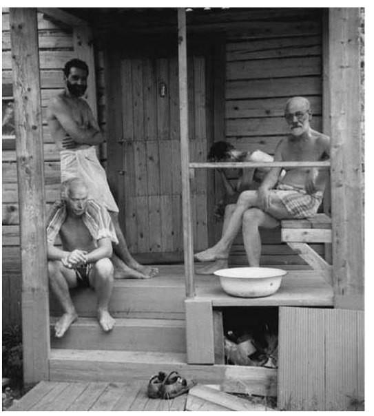 Зигмунд Фрейд и Карл Юнг отдыхают с друзьями после бани, 1907 год