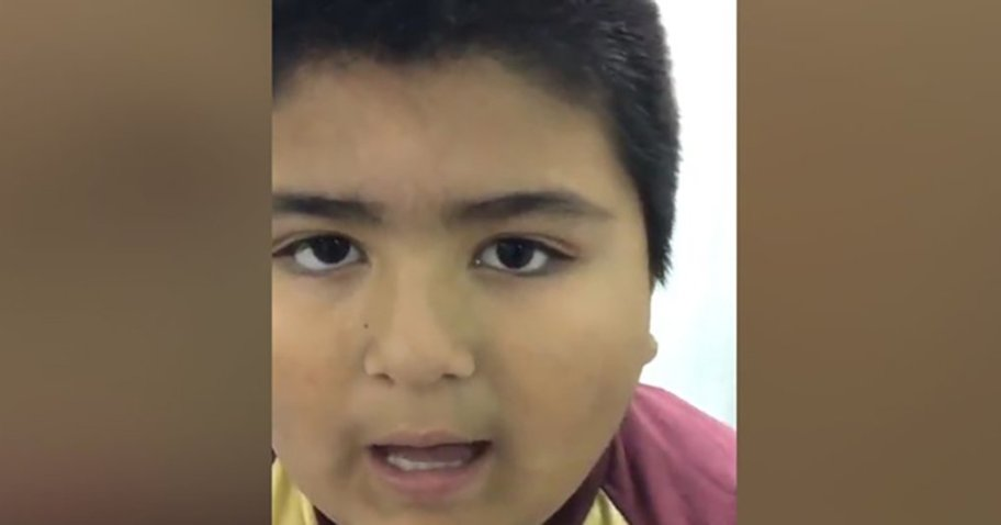 8-летний мальчик проглотил свисток от игрушки и издавал странные звуки