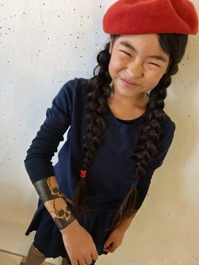 Эта маленькая японка с 6 лет делает татуировки и у нее есть постоянные клиенты