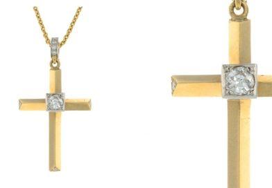 Heera diamond pendant in Fellows' auction