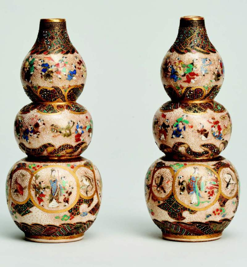 A pair of Japanese Meiji-period miniature triple gourdshaped vases