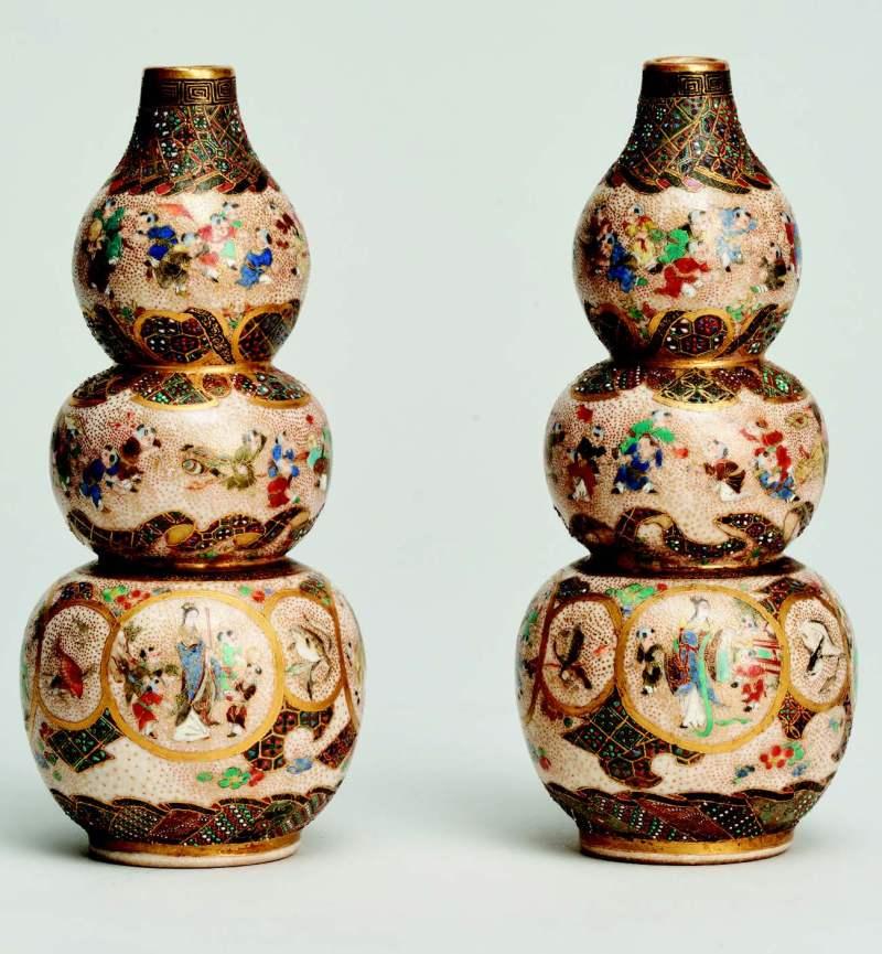 A pair ofJapanese Meiji-periodminiature triple gourdshapedvases