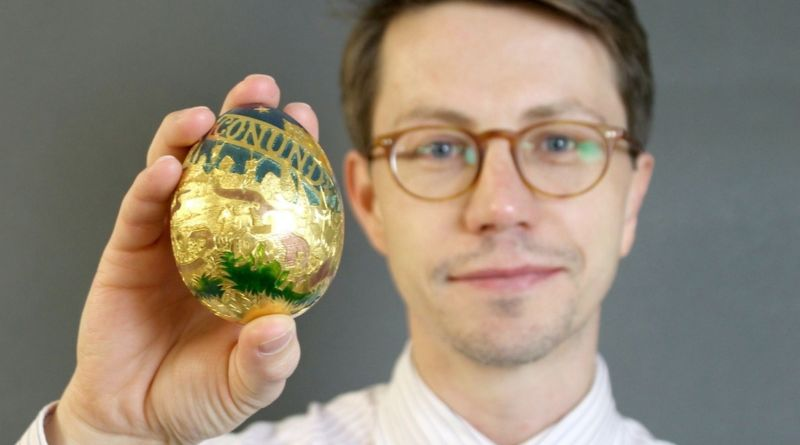 The Cadbury's Conundrum gold egg with Bateman's MD Greg