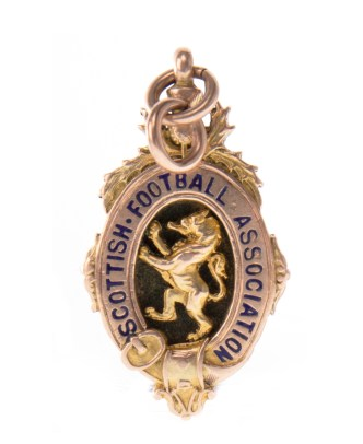 Willie Cringan's Scottish Cup medal won by the legendary Celtic centre half, could fetch £2000 at auction