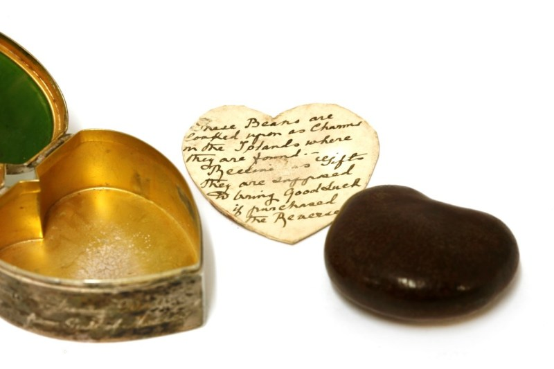 Silver and nephrite heart box