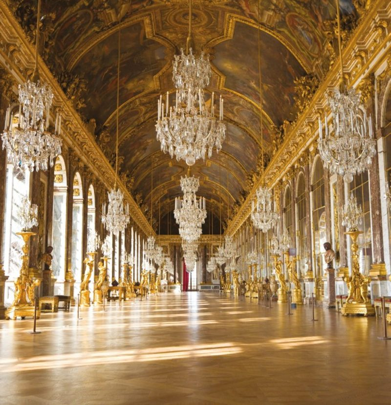 A hall of antique mirrors