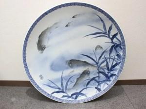 伊平造 魚図染付鯉図伊万里大皿