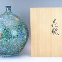 村上玄輝作 伊万里焼「緑彩獅子唐草文花瓶」