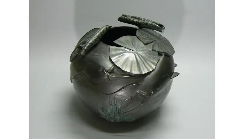京田政春作/「蓮に鯰」銅製花器