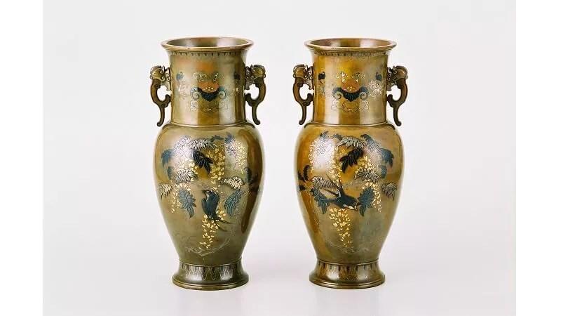 中杉与三七作/象嵌銅器花瓶一対