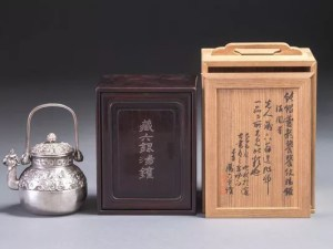 秦蔵六作 純銀饕餮紋湯沸かし