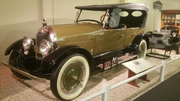 Here is the information about Cleveland & Climber Old Classic Cars , Details include Engine,Cylinders,System,Model,Serial numbers,Year,Tire,Rims and Etc.