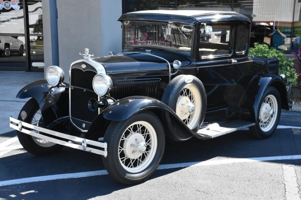 Instructions for Running a Gear of Ford Antique Car Models :The Front Wheels,Adjusting Front Wheel Bearing,Adjusting Clutch Pedal Clearance.