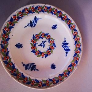 Spanish majolica plate