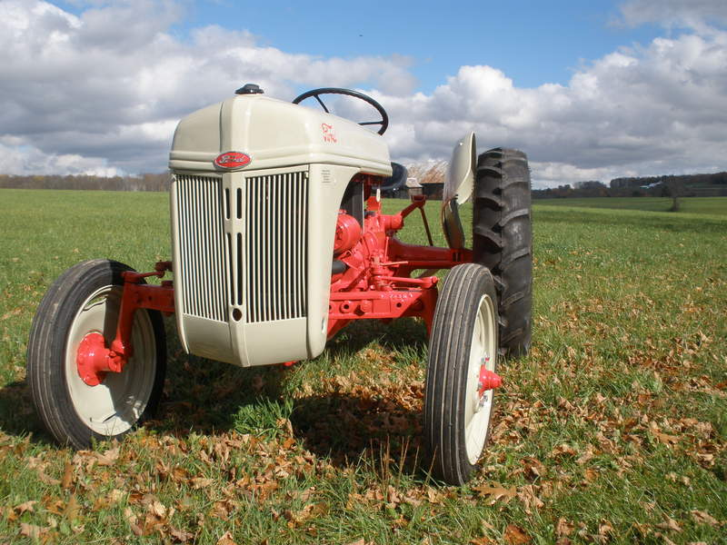 9n Ford Tractor >> Ford Tractors Difference Between A 9n 2n And 8n Antique