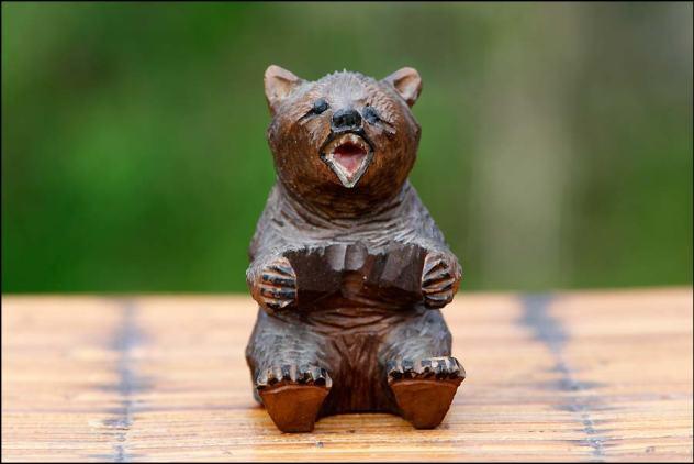 ours en bois sculpté de la Forêt Noire, polychromie