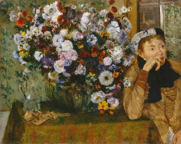 La dame au chrysanthème | femme assise à côté d'un vase de fleurs
