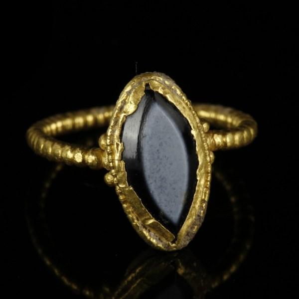 Roman Gold Ring With Vesica Bezel