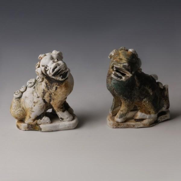 Chinese Kangxi Porcelain Lion Pair