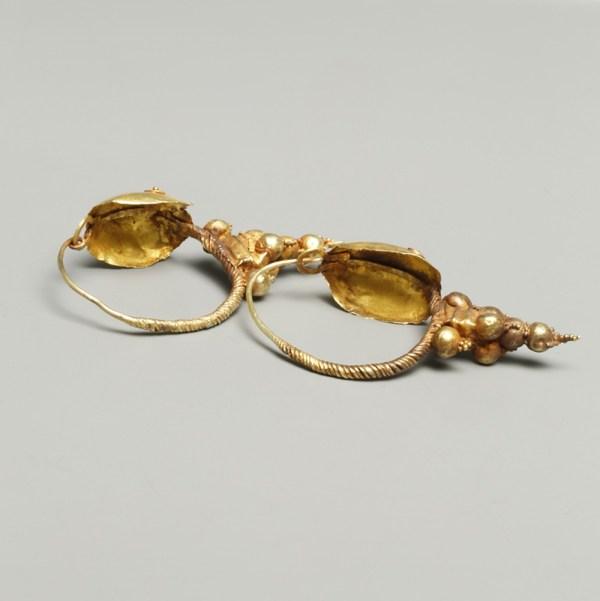 Roman Gold Earrings With Shield Bosses