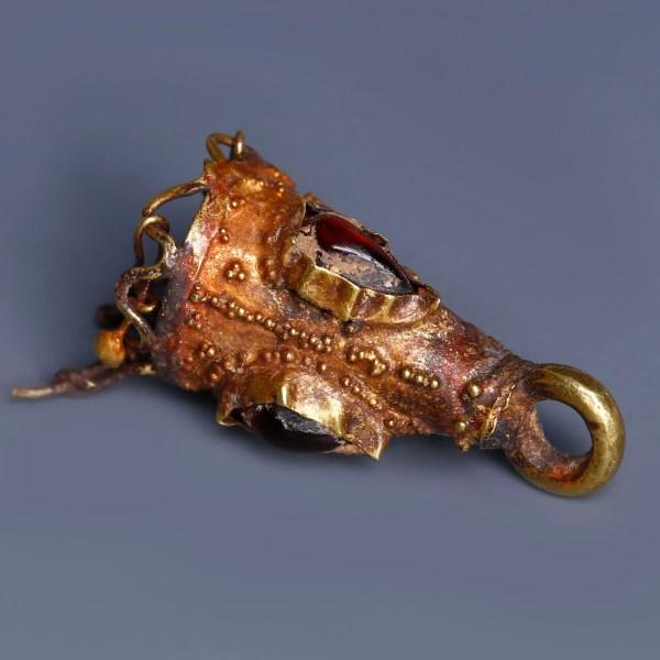 Ancient Roman Gold Pendant with Garnet