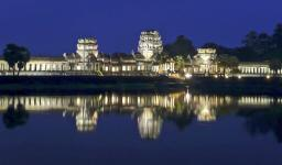 Danielle Fenton (@TrekSnappy), currently in Brazil, showed off this night shot of Cambodia's Angkor Wat: pic.twitter.com/hvXeUZH5db