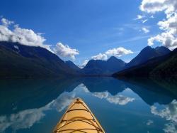 Liz (@go_phetch) of the USA got this stunner while kayaking in Alaska: https://twitter.com/go_phetch/status/539523851215208449/photo/1
