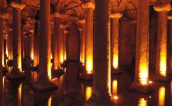 Paul Marshman (@Travel_boomer) of Canada showed off this mysterious snap of Istanbul's Basilica Cistern: pic.twitter.com/WiLWMQgy8N