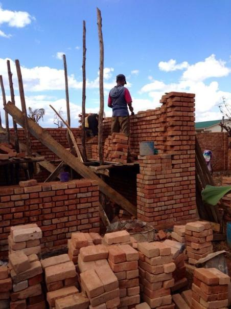Sarah Hong (@sarahhong43) shows brick masters in Madagascar building a house. The art of brick making in underdeveloped countries is a grueling one, with each brick being meticulously created by hand under the hot sun. https://twitter.com/sarahhong43/status/509056818539413504/photo/1