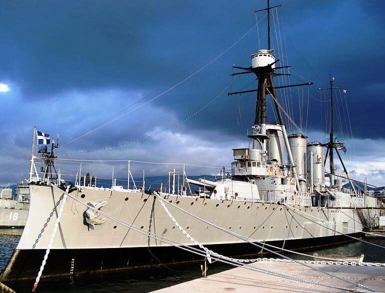 Yunan Georgios Averof zırhlı gemisi.