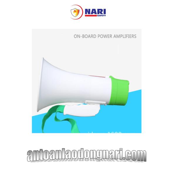 Loa phát thanh cầm tay mini dòng sản phẩm đang được ưu chượng bởi nhiều tính năng cần thiết cho các hoạt động ngoài trời như bán hàng, hướng dẫn du lịch, hợp nhóm, tổ chức sự kiện... Loa phát thanh cầm tay XB-7S là một sản phẩm loa phóng thanh cực kỳ chất lượng.