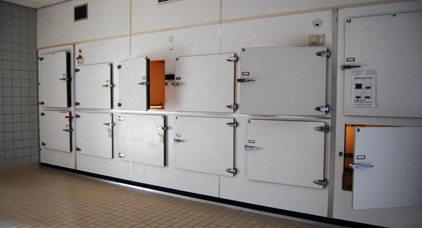 Túi bảo quản giúp vận chuyển tử thi lưu trữ xuống nhà xác bệnh viện