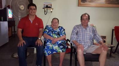 Enrique Ayala visitando a la tía Sady y a Antoliano
