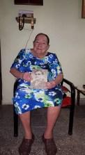 Tía Sady con imágen del Abuelo Antoliano