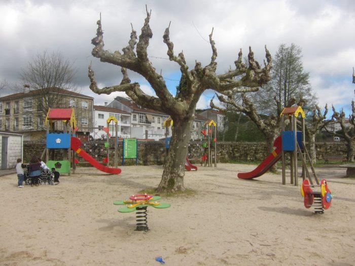 Parques infantiles en Santiago. Parque de la Colexiata de Sar