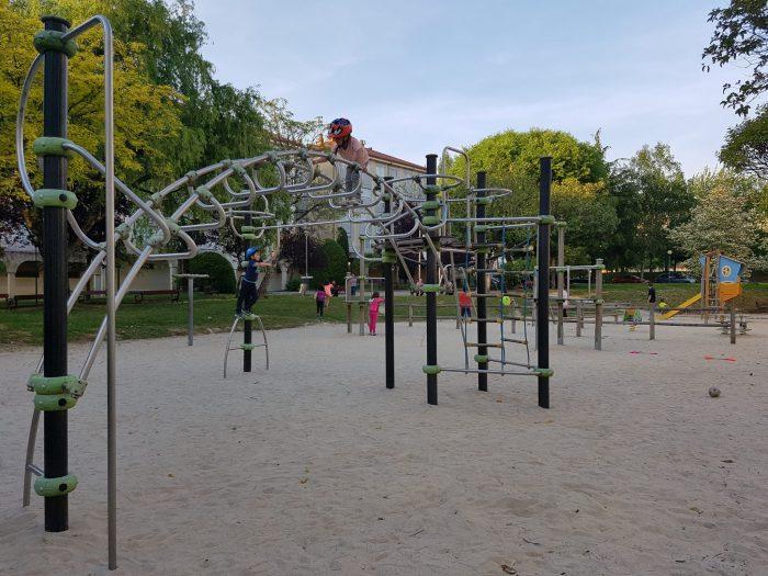 Parques infantiles en Santiago. Vista Alegre