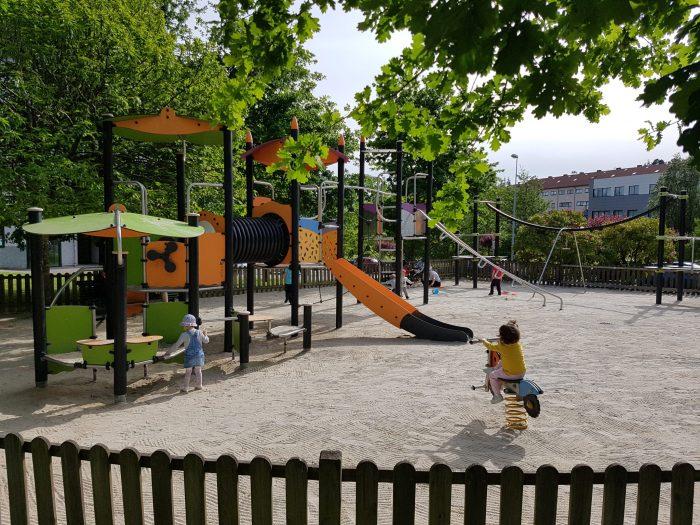 Parques infantiles en Santiago. Parque de Salgueiriños