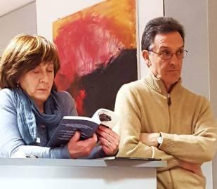 """A sx, durante la presentazione, l'anima della libreria """"Erasmo"""": Gigliola Cognetta (Foto R. Persian)"""