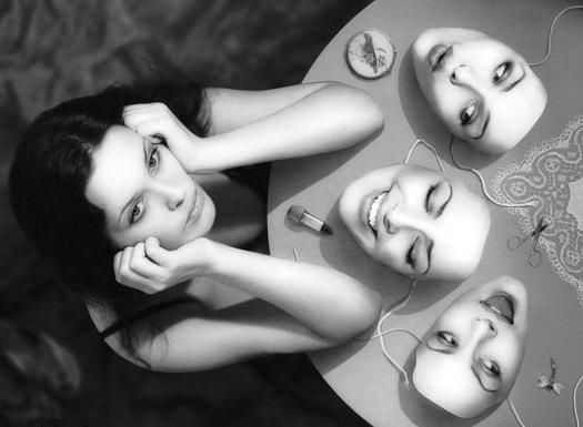 Guardare dietro le maschere