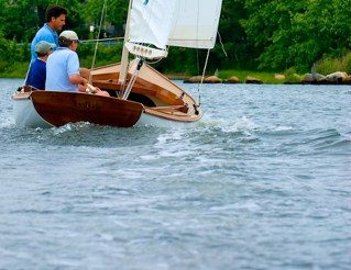 arey's-pond-daysailer-at-speed-aft