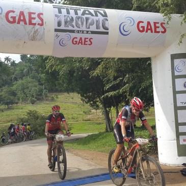 Antonio Gassó y Eva Tomás en la Titan Tropic by GAES junto al Team GAES by Orbea