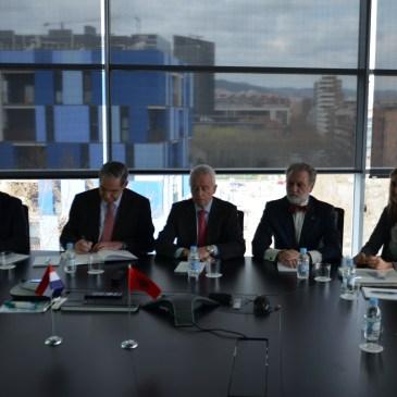 Los cónsules de Paraguay y Albania visitan la sede de GAES Centros Auditivos