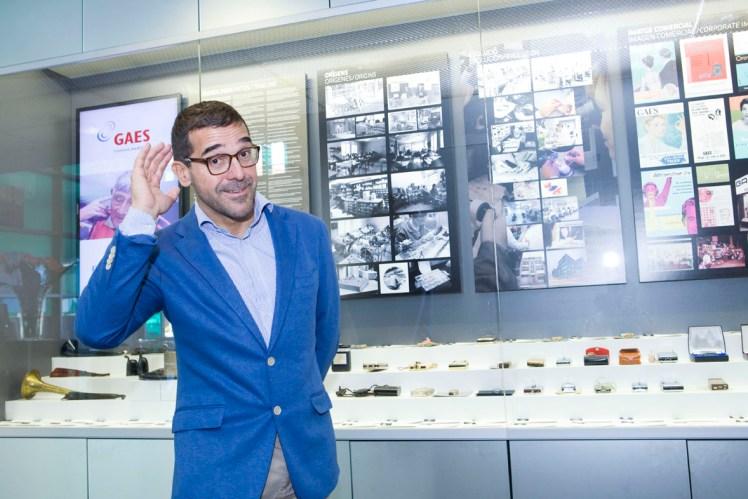 Antonio Gassó trabaja para que miles de personas recuperen el oído y también ayuda a cumplir los sueños de muchas personas