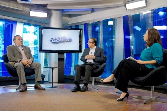 Gaudêncio Torquato é entrevistado por Antonio Lavareda Mônica Bergamo