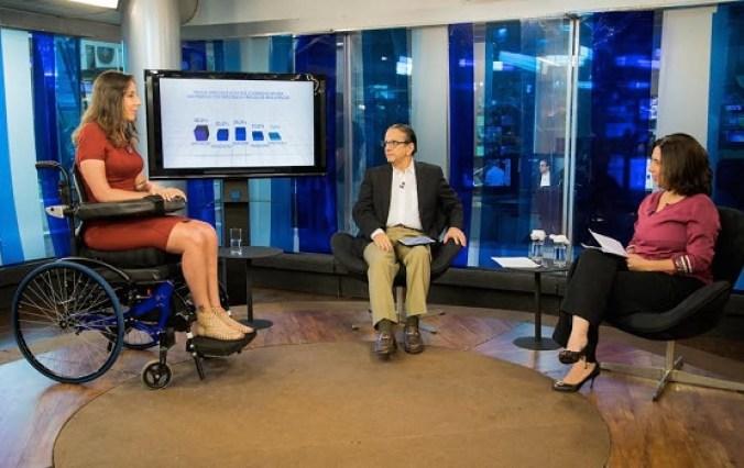 Antonio Lavareda e Mônica Bergamo entrevistam Mara Gabrillie / Foto: Jornal de Caruaru